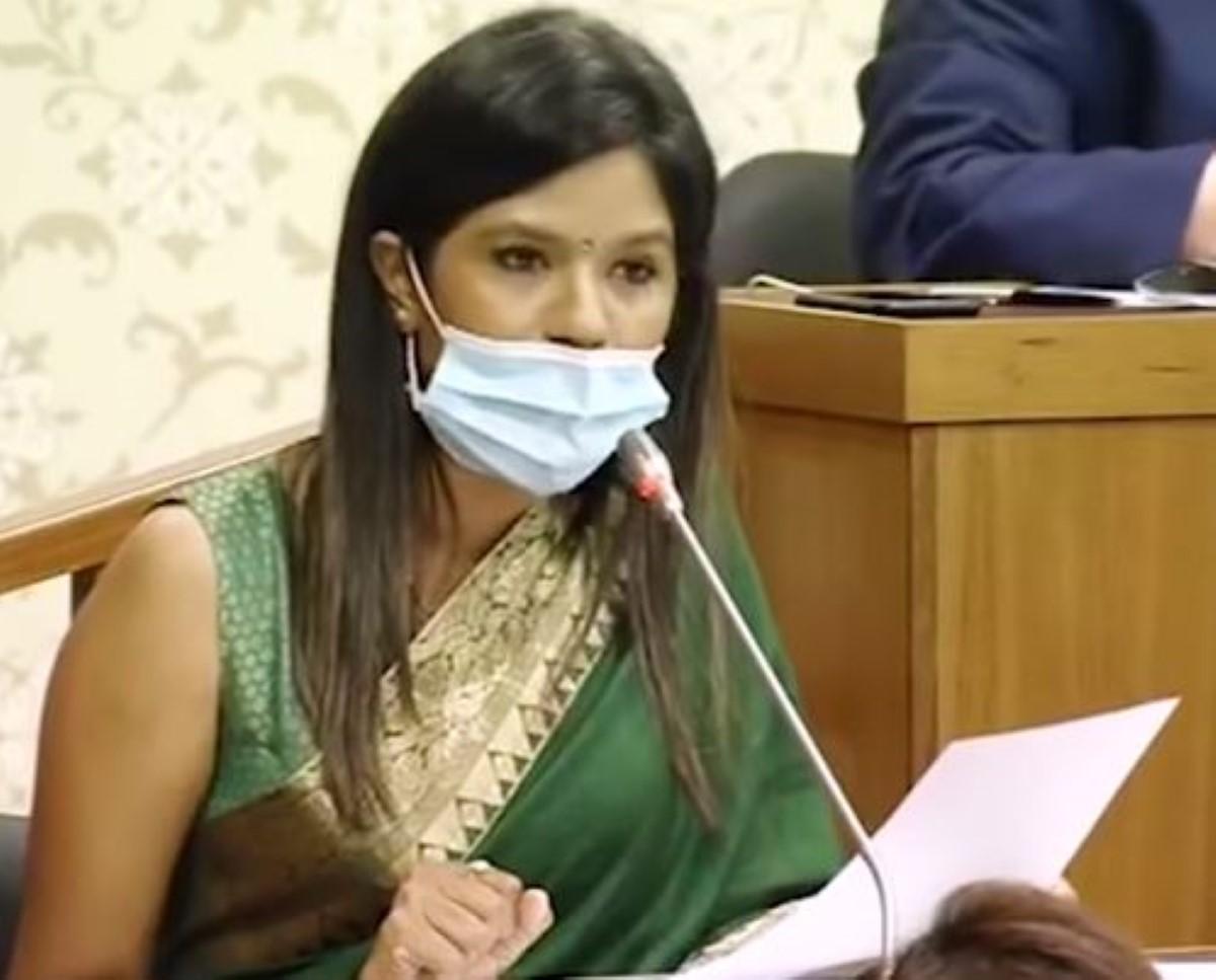 Subhasnee Mahadao Luchmun Roy de nouveau la risée du Net après son interprétation du Budget
