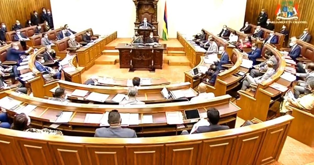 Parlement : Suspension de séance après trois minutes