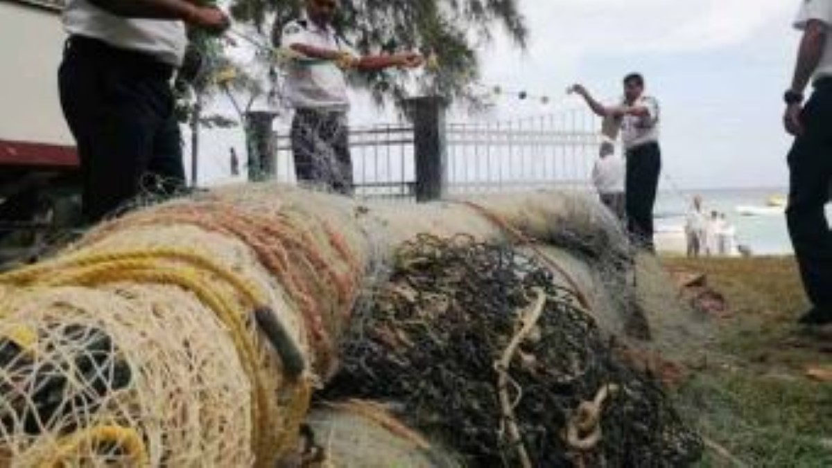 Pêche illégale à Balaclava, saisie de 675m de filets de pêches par les gardes-côtes