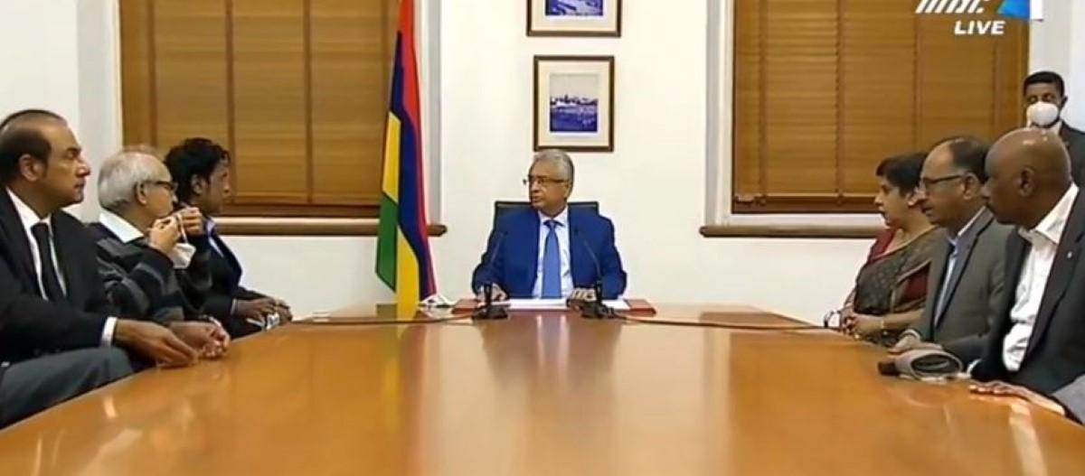 [Vidéo] Micro ouvert, Pravind Jugnauth demande à ses ministres un compte rendu de la conférence de presse de Collendevelloo
