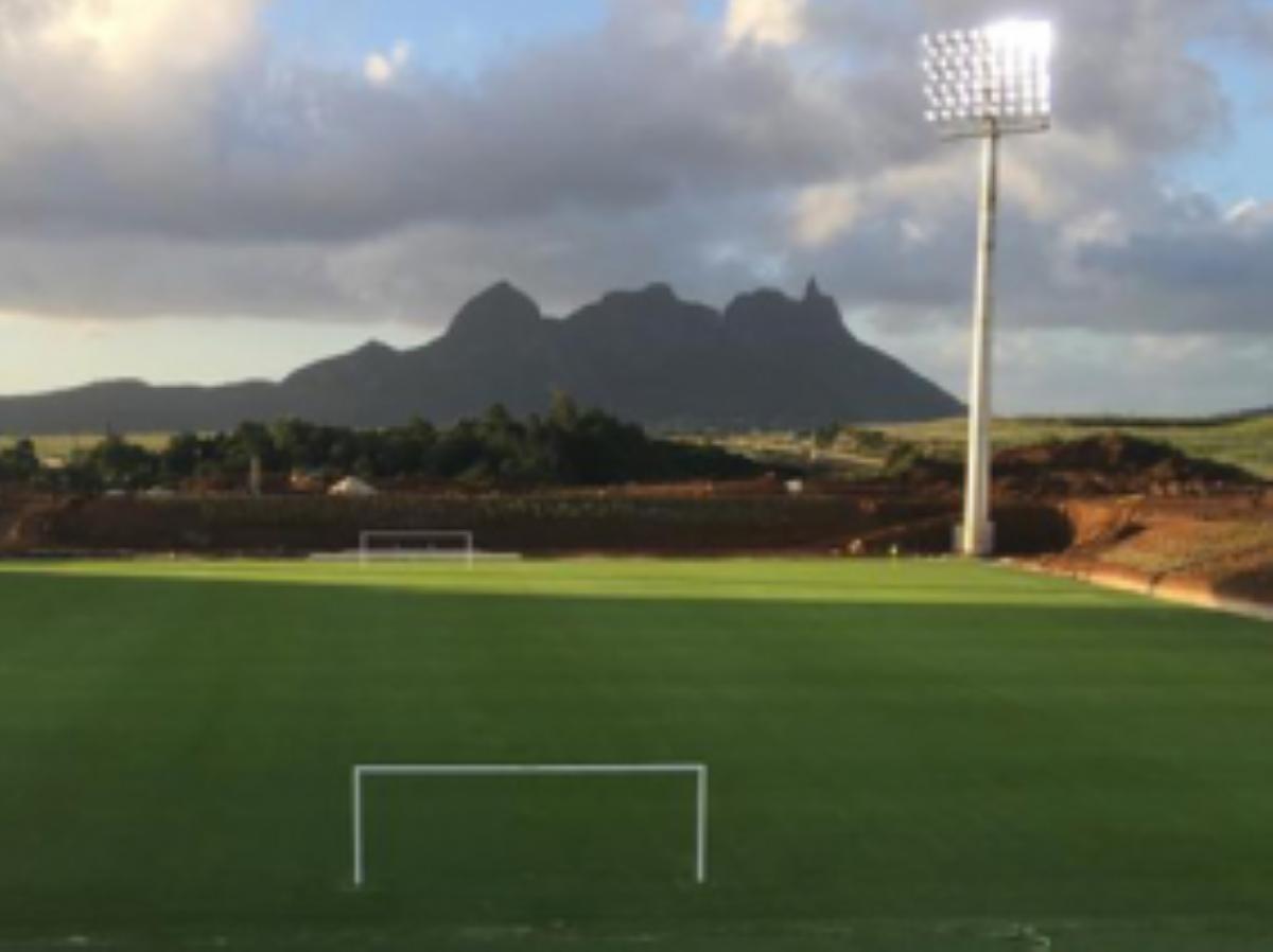 Complexe sportif de Côte-D'Or : la pelouse du terrain de foot impraticable
