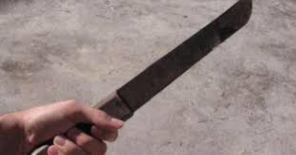 Bain des Dame : Agressée au sabre par son frère