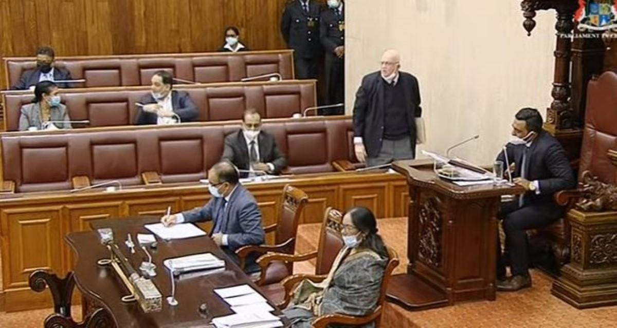 Travaux parlementaires nocturnes : motion de blâme, expulsion et insultes