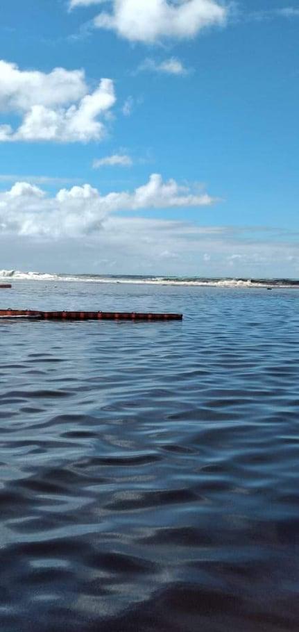 [Vidéo] Pointe d'Esny : La marée noire s'étend sur des kilomètres