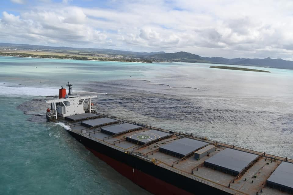 "Pointe d'Esny - Vassen Kauppaymuthoo, océanographe : "" 3 800 tonnes d'huile finiront dans l'océan"""