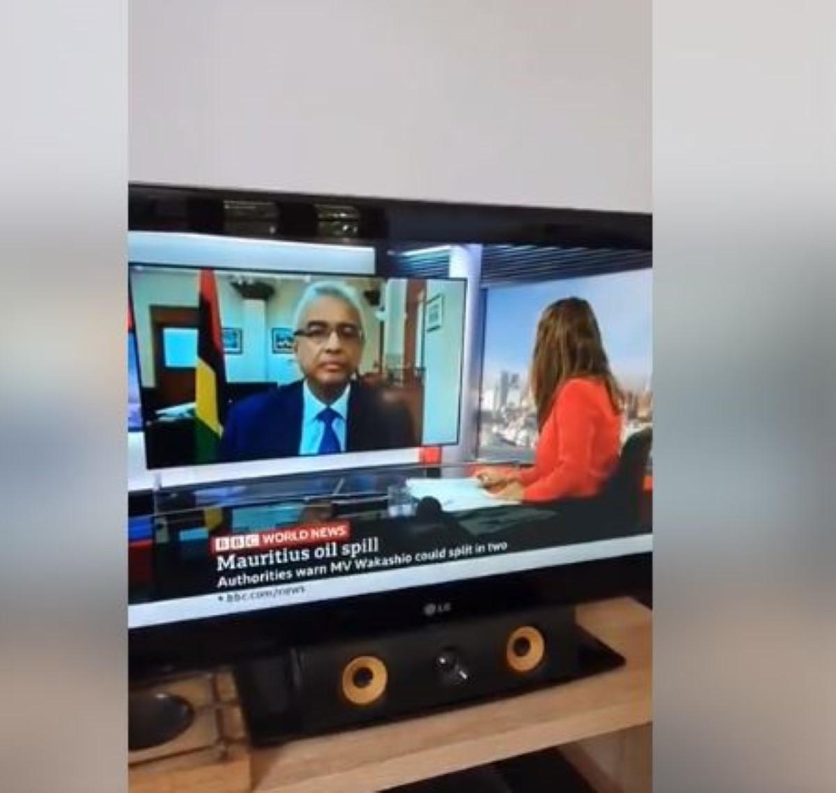 [Vidéo] La journaliste de la BBC en a fait voir de toutes les couleurs à Pravind Jugnauh
