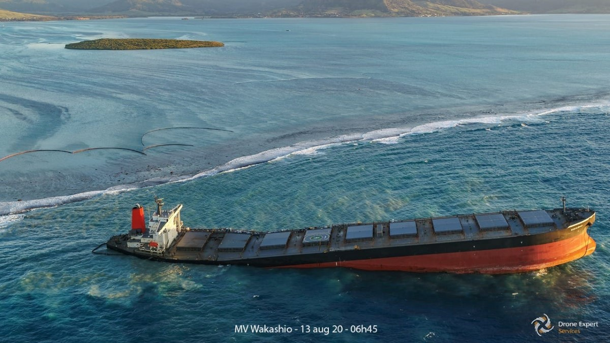 Le MV Wakashio vu du ciel ce matin à 6h45