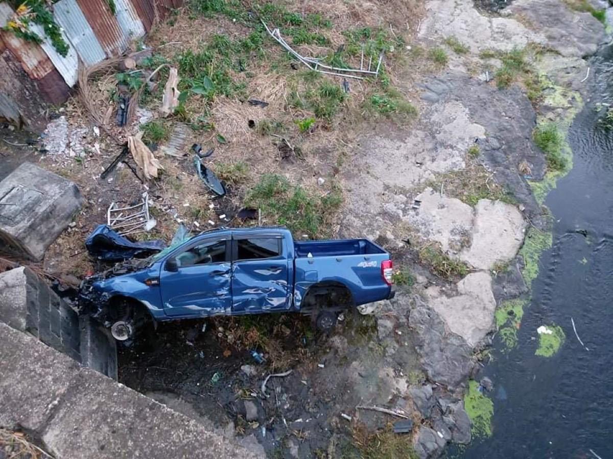 Sainte-Croix : Un voiture se retrouve au fond d'un ravin après une sortie de route