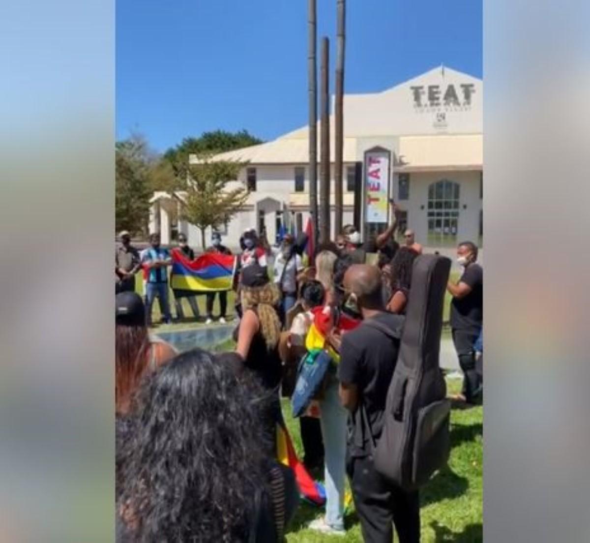 [Vidéo] A La Réunion, la diaspora mauricienne se mobilise sur le parvis des Droits de l'Homme à Saint-Denis