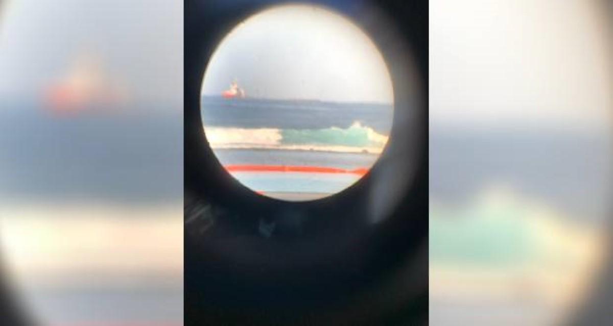 L'une des dernières photos du Sir Gaëtan arrivant sur le site du naufrage du Wakashio à Pointe-d'Esny. ©Alain Malherbe