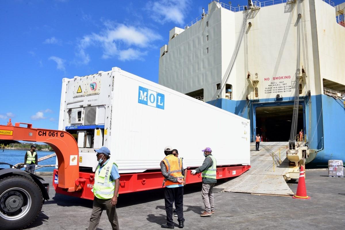 Marée noire : le Japon offre un conteneur frigorifique d'une valeur de Rs 5 millions