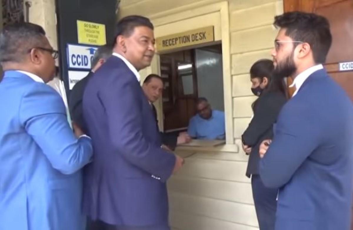 Hurhangee réclame la démission de Sherry Singh