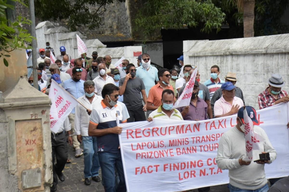 Les chauffeurs de taxis font entendre leurs voix à Port-Louis