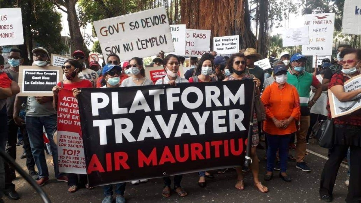 Manifestation: Les employés d'Air Mauritius dans la rue