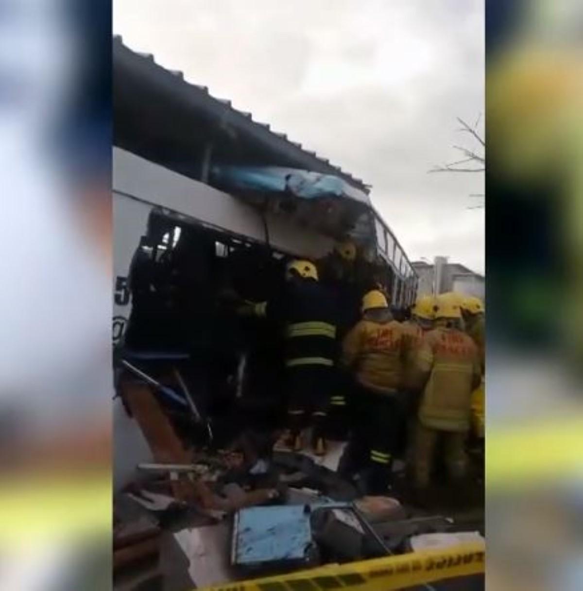 A Pailles, un autobus avec des travailleurs étrangers fait deux morts et plusieurs blessés