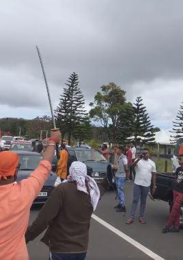 Rallye escorté par la police: Shiva Coothen soutient que les policiers n'ont pas vu les sabres
