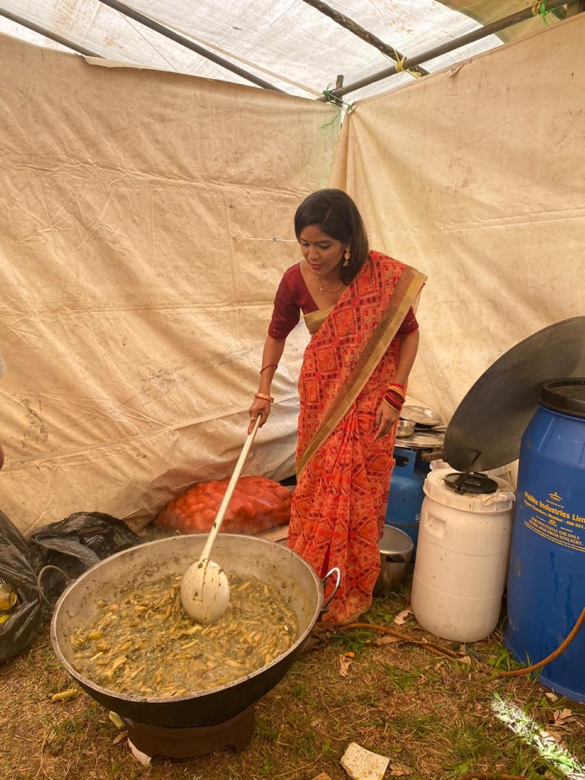 Subashnee Mahadao Lutchmun Roy en apprenti cuistot à Grand Bassin