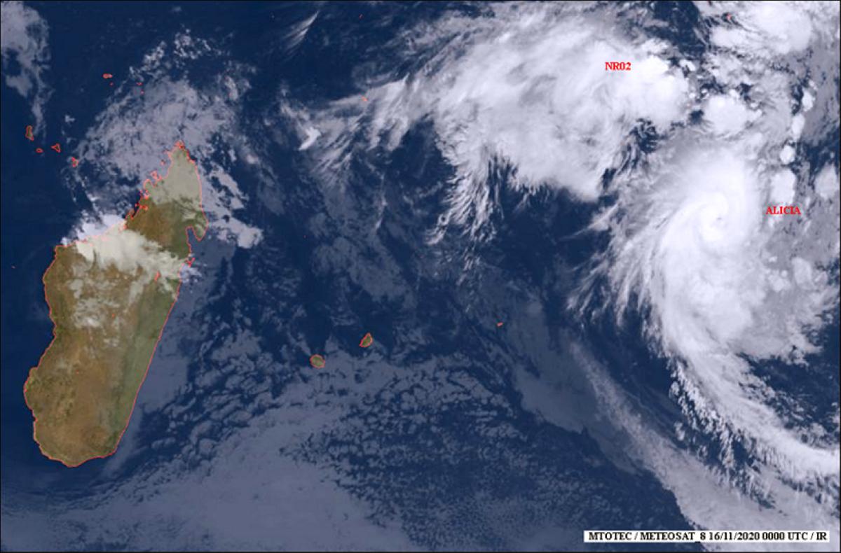La forte tempête tropicale  'ALICIA' s'est intensifiée durant la nuit en un cyclone tropical