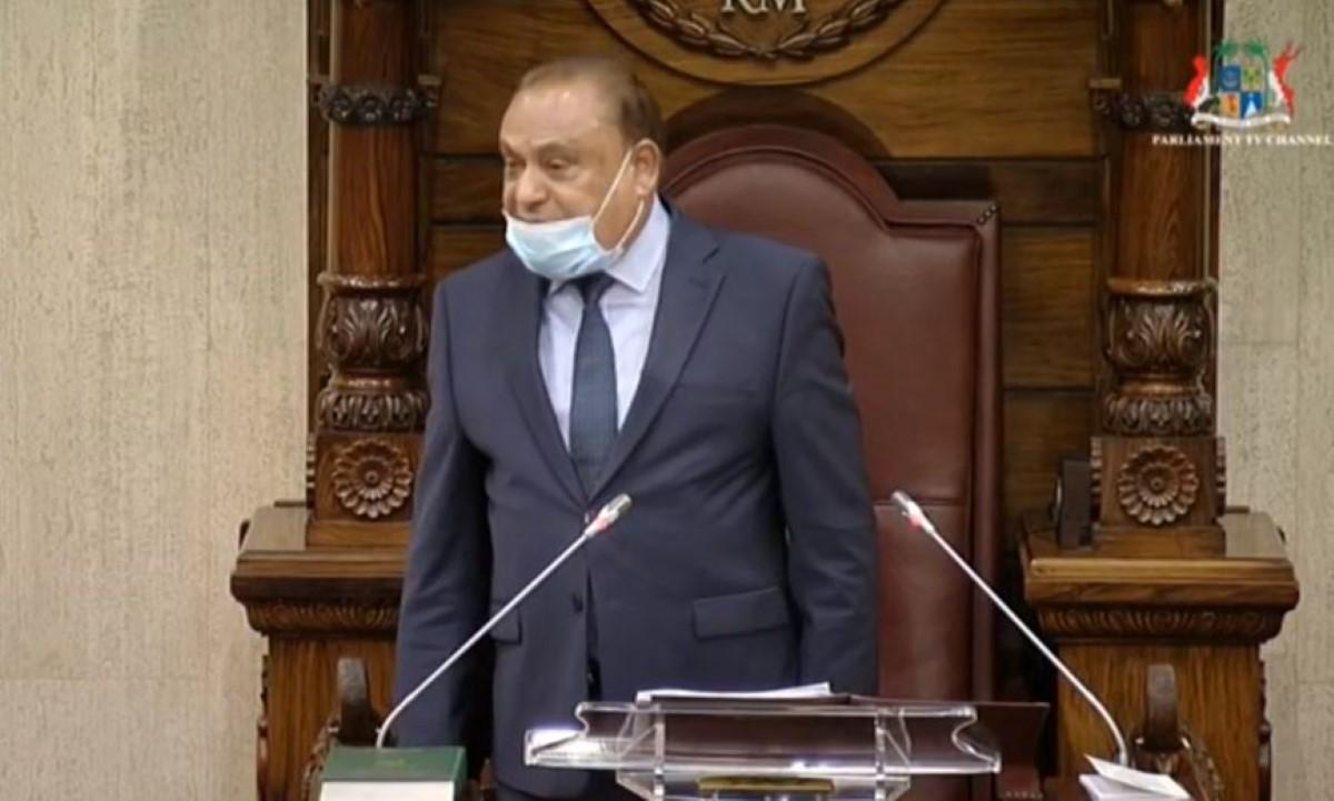Cinq séances de suspension pour Shakeel Mohamed