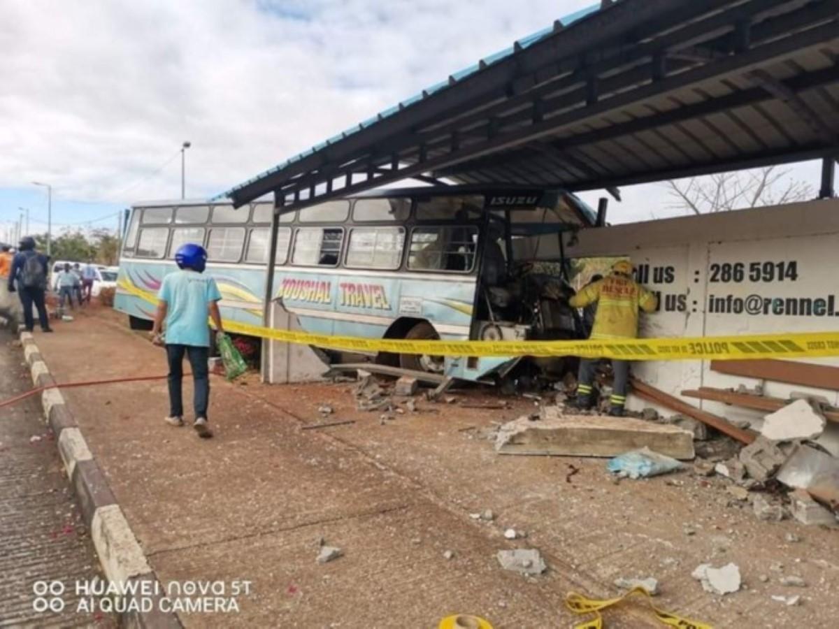 [Accident mortel à Pailles] Alan Ganoo révèle que « le chauffeur n'avait pas de permis en bonne et due forme pour le transport des employés »