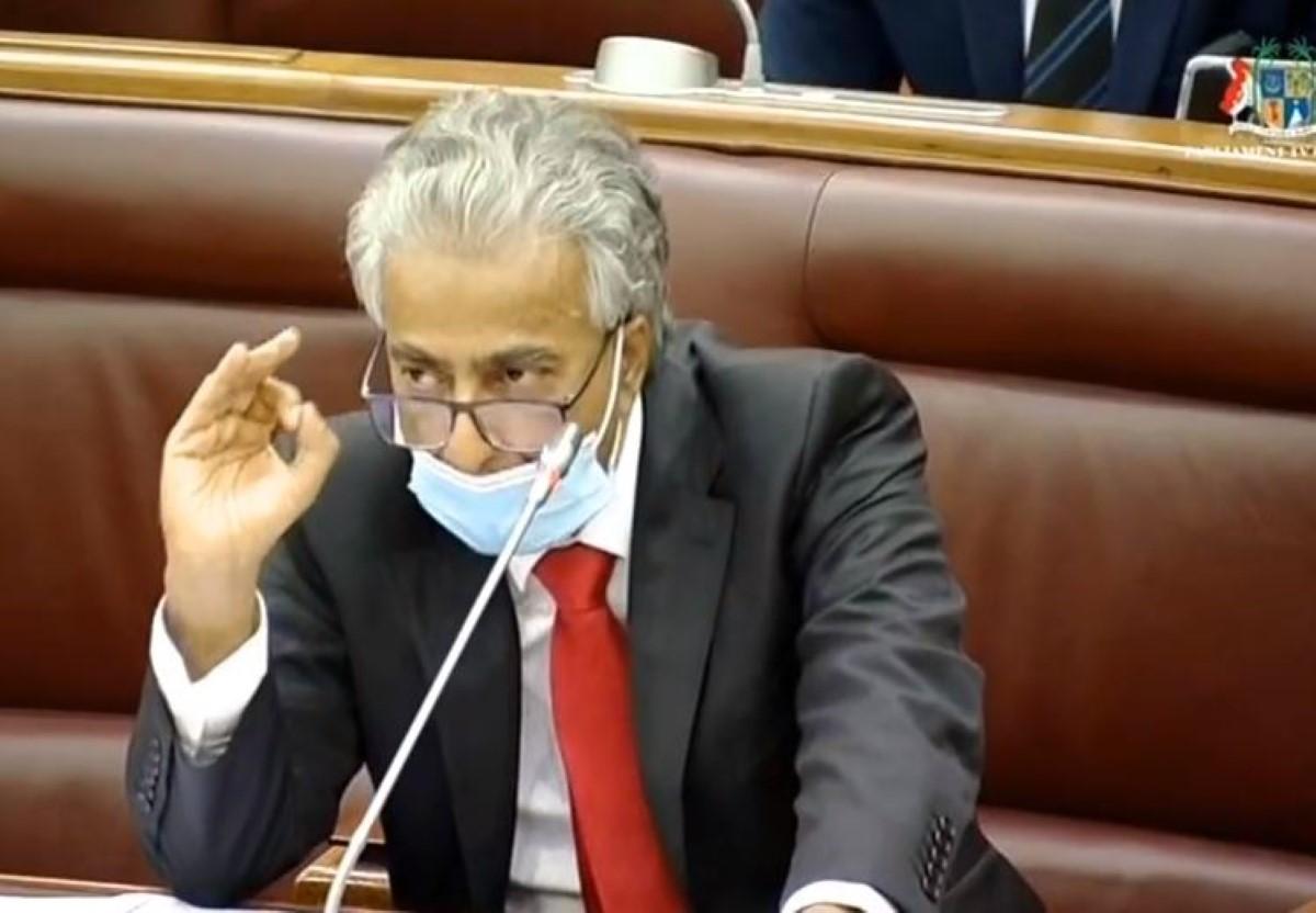 Au Parlement : le leader de l'opposition expulsé et suspendu pour deux séances. A qui profite le crime ?