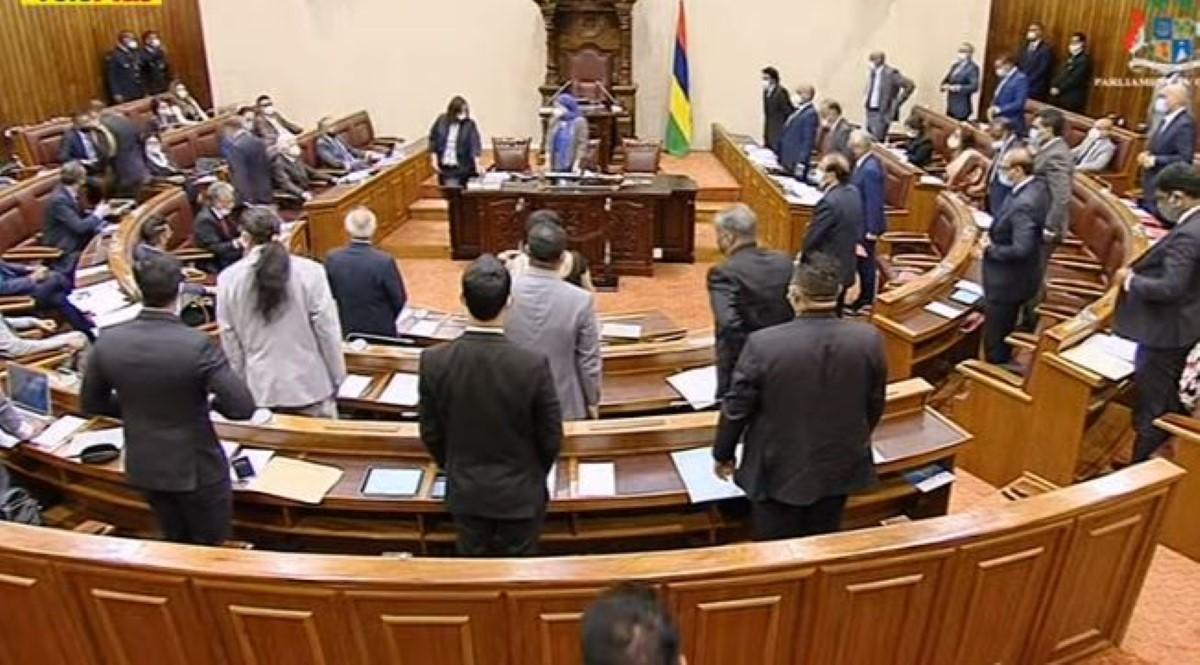 Au programme, des questions parlementaires en l'absence du leader de l'opposition