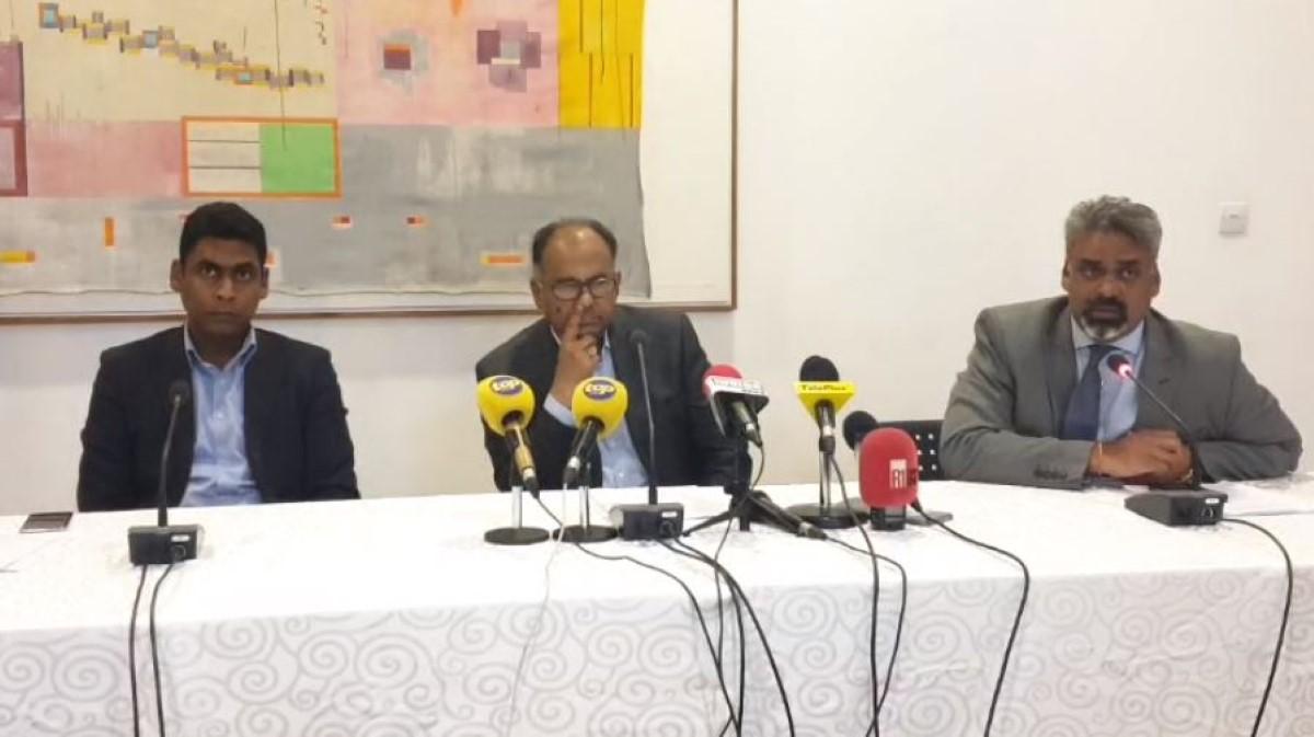 The Show Press Conference : Trois Guignols réclament la démission de Boolell