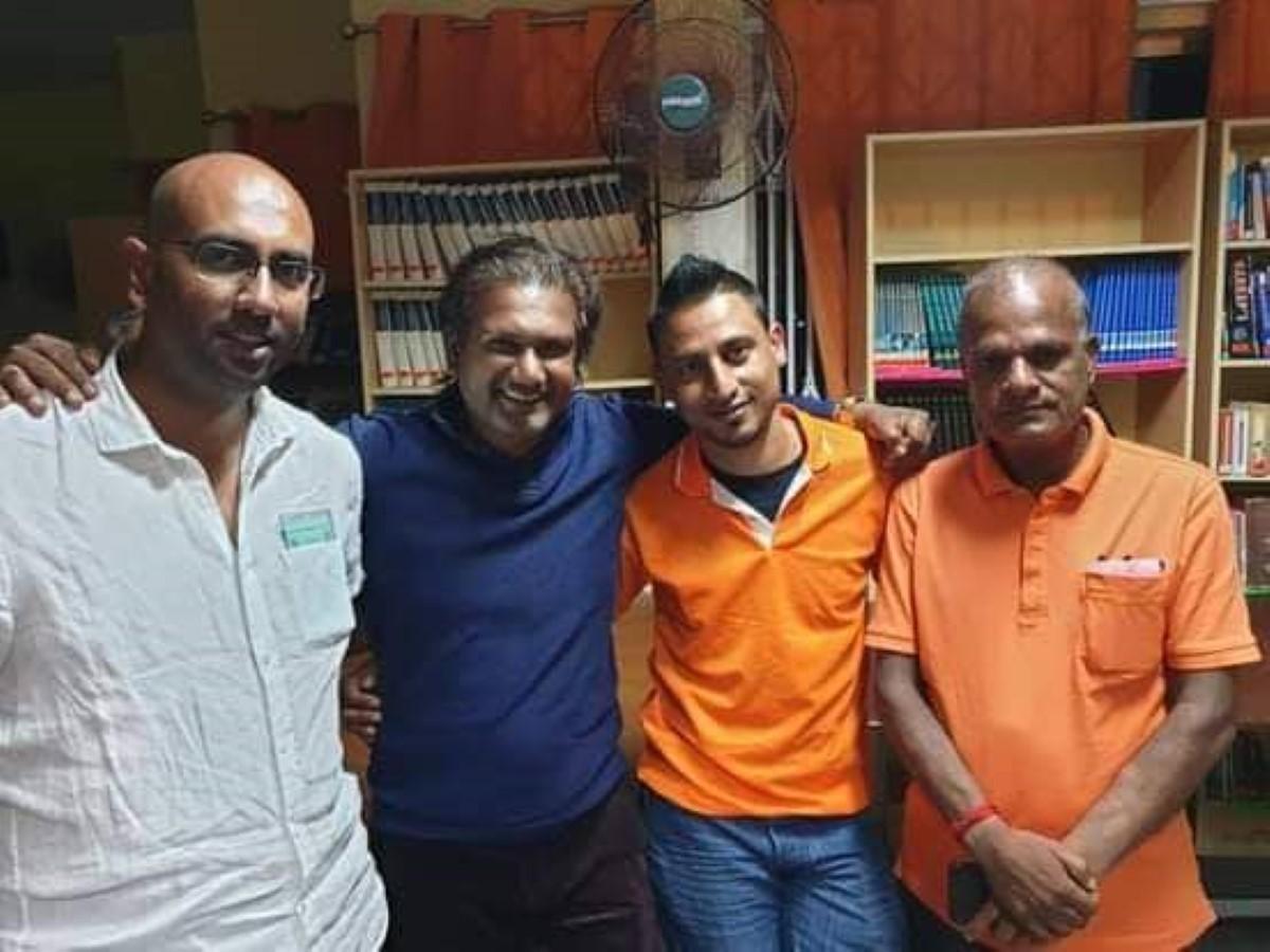 Loveish Ramnochane accompagné de Ken Arian, Vikram Jootun et Prakash Maunthrooa