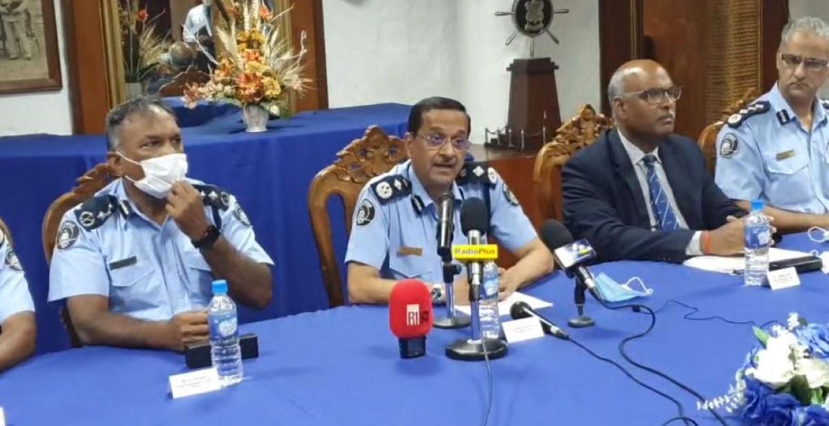 Servansingh tâcle Valayden en conférence de presse