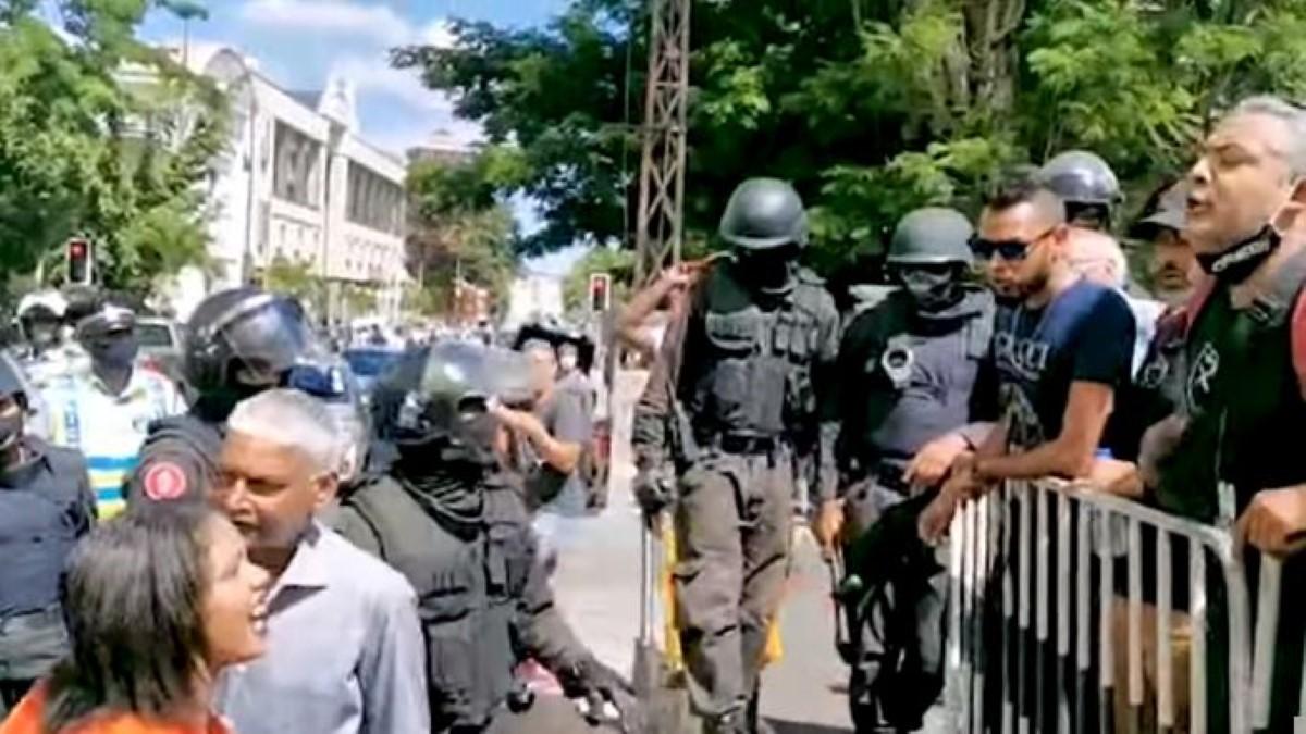 Comparution de Yogida Sawmynaden : excès de zèle de la police, plusieurs personnes interpellées