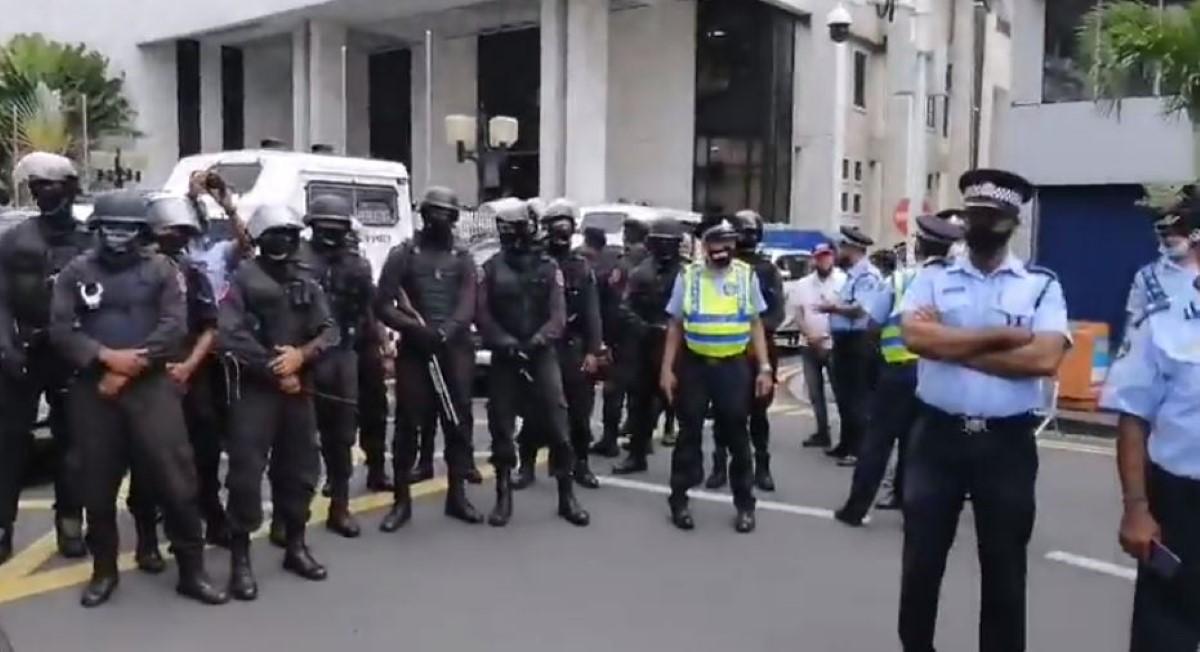 [Vidéo] Etat policier à l'île Maurice : Port-Louis barricadée pour la comparution de Yogida Sawmynaden