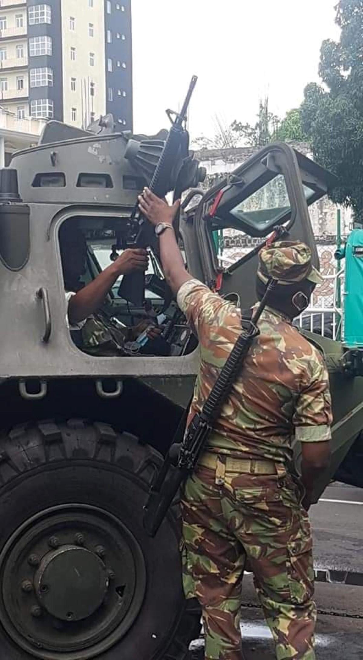 Port-Louis assiégée par l'armée et la force policière, les Mauriciens expriment leur colère pacifiquement