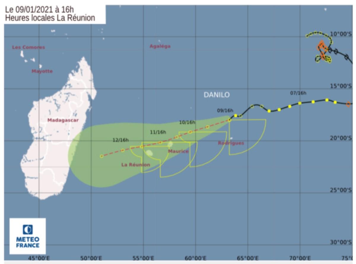 Danilo à l'approche de Maurice, environ 650 km à l'Est-Nord-Est, s'affaiblit