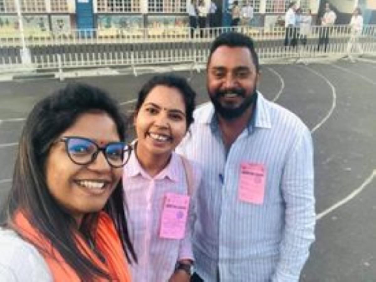 Subhasnee Luchmun Roy en compagnie de son Constituency Clark, Navinen Veerasamy