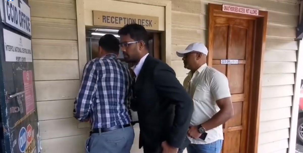 Vishal Shibchurn aux Casernes Centrales après une plainte pour séquestration et torture