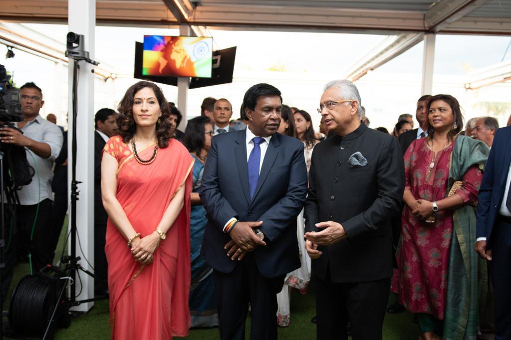 [Photos] Nandini Singla s'offre une soirée de prestige avec tout le gratin politique