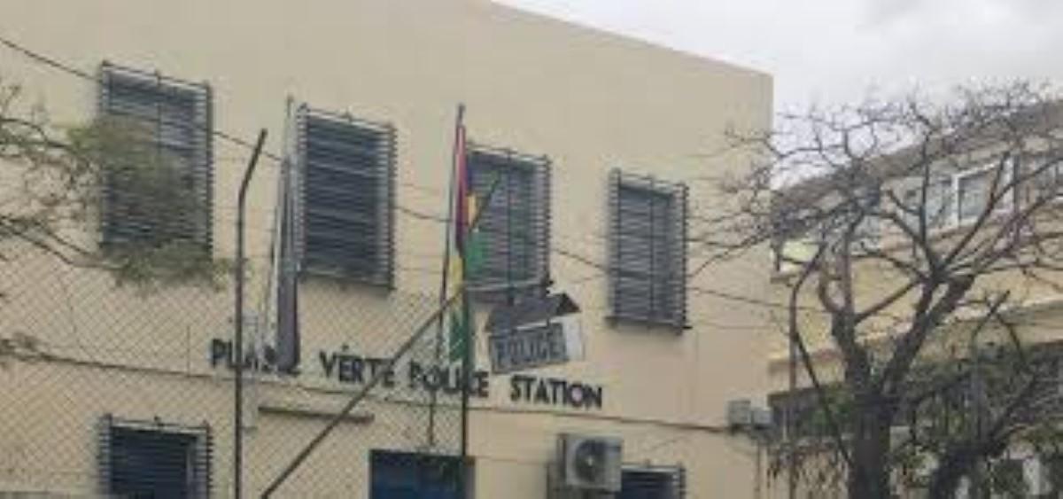 Agression de deux constables devant le poste de police de Plaine Verte