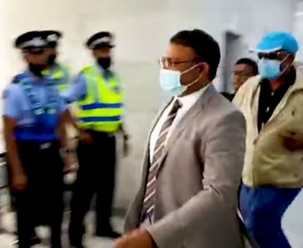 Yogida Sawmynaden quitte la Cour de Port-Louis sous les insultes
