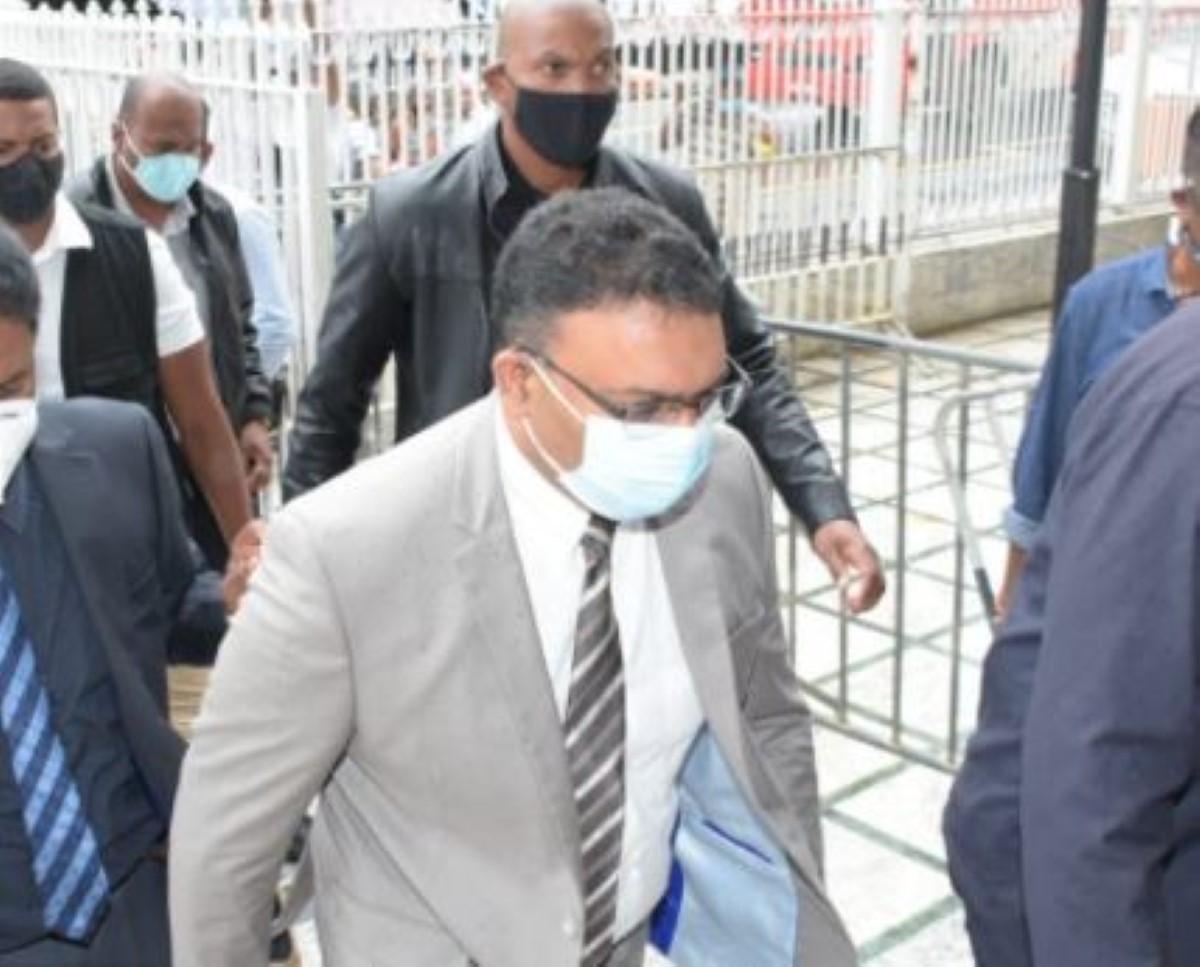 Private Prosecution contre Yogida Sawmynaden et de l'autre l'enquête policière