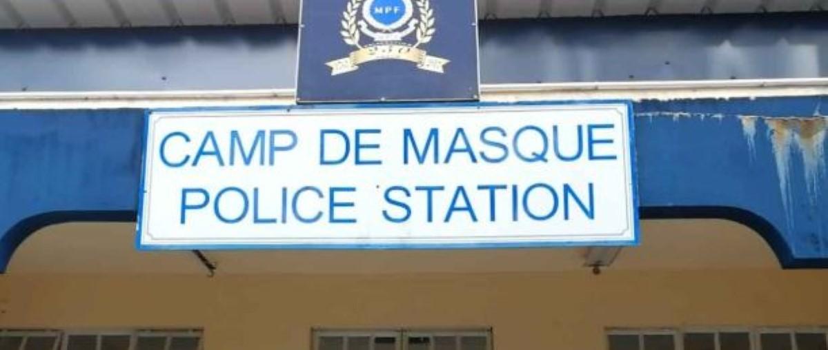 Une policière affectée au poste de Camp de Masque arrêtée pour omission dans une affaire de meurtre