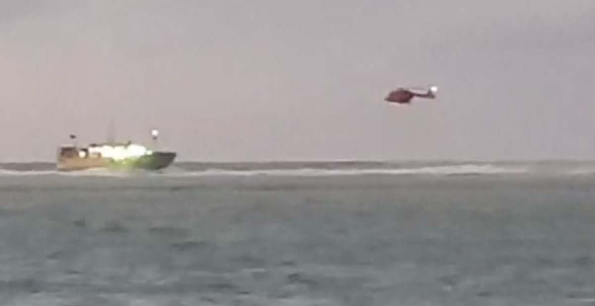 Un navire de pêche chinois échoué sur les récifs de Pointe-aux-Sables en grand difficulté