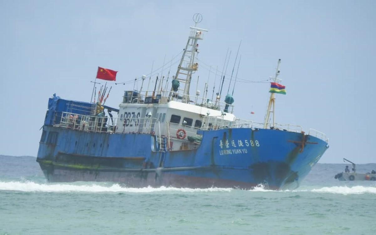 Naufrage d'un navire chinois à Pointes-aux-Sables : De l'huile s'échapperait du navire