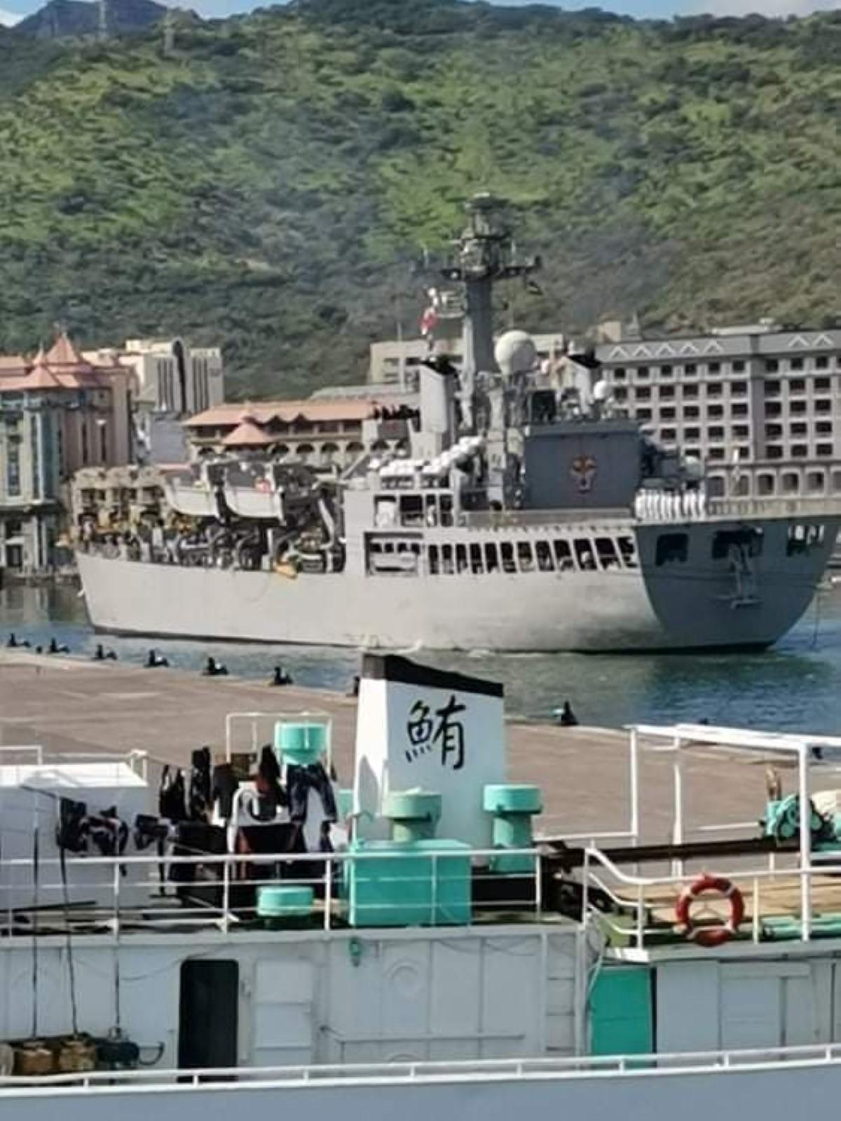 Arrivée de l'INS Shardul, navire de guerre de la marine indienne dans le port