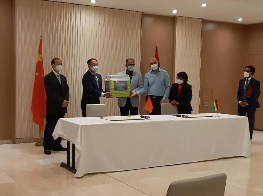 Covid-19 : Arrivée d'un don de 100 000 doses de vaccins Sinopharm en provenance de Chine