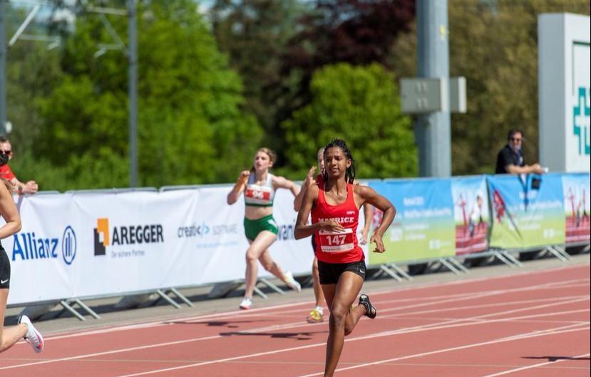 Anaïs Angéline 1ère dans la final du 100m T37 et 2ème au saut en longueur.