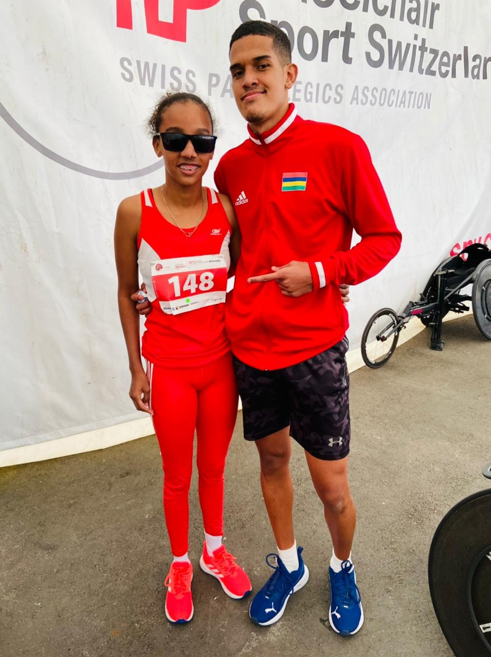 Anndora Julie Asaun et Loïc Bhugeerathee 2ème dans la final du 100m T11 record de ipc.