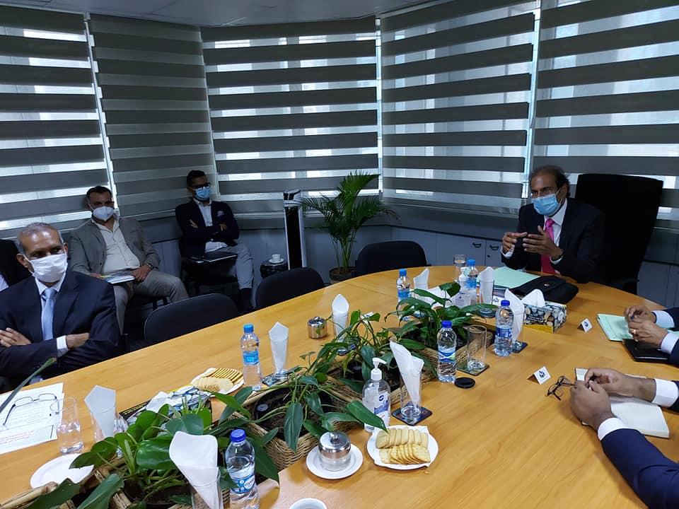 Nilen Vencadasmy et Arvind Bundhun de la MTPA lors d'une réunion  sur la réouverture des frontières.