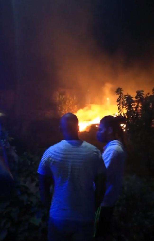 [Vidéo] Incendie en cours à Floréal dans une maison abandonnée