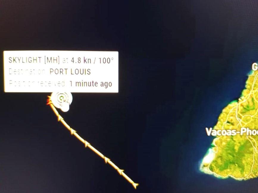 Le MV Skylight veut accoster Port-Louis pour des réparations