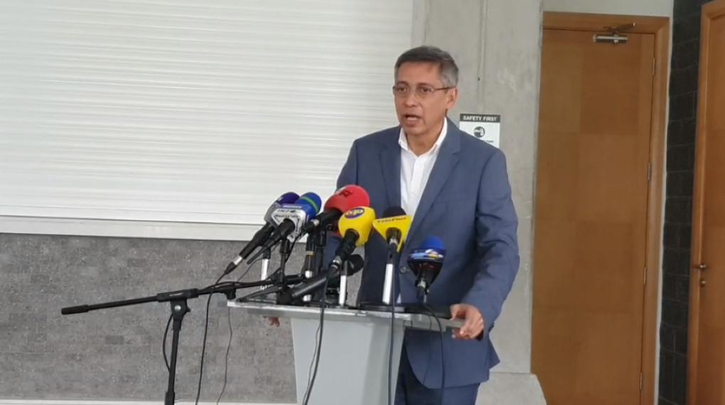 Duval félicite Bodha mais trébuche sur le nom du parti